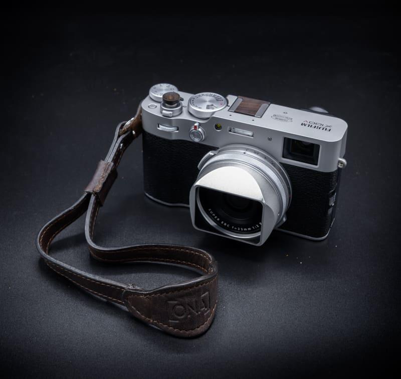 สายกล้องคล้องมือ ONA Kyoto Dark Truffle