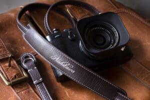 สายคล้องกล้อง Nishikawa Deluxe Walnut S749