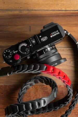 สายคล้องกล้องหนัง Nishikawa สีดำแดง Black-Red S784