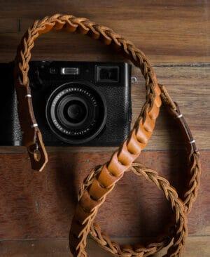 สายคล้องกล้องหนัง Nishikawa Caramel S784
