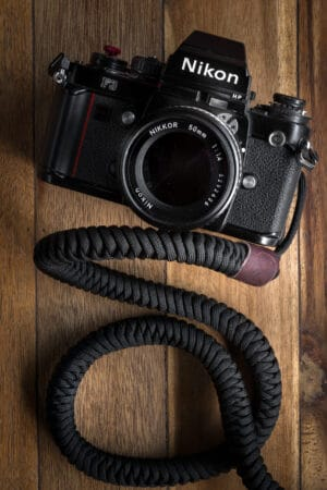 สายคล้องกล้อง Monarch Black