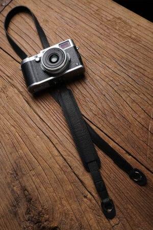 สายคล้องกล้องหนัง Mr.Stone Black มีที่รองบ่า