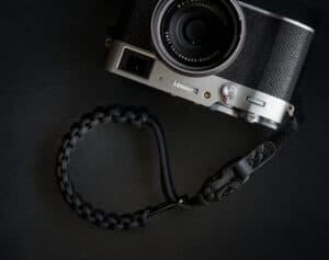 สายคล้องข้อมือกล้อง DEJATO สีดำ Wrist Strap