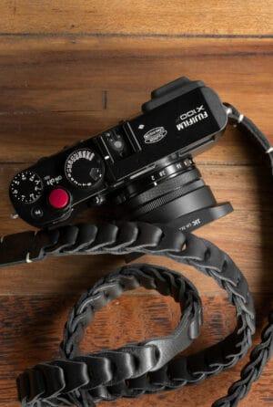 สายคล้องกล้องหนัง Nishikawa สีดำ Black S784