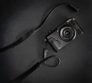 สายคล้องกล้อง Mr.Stone Black แบบปลายเชือก