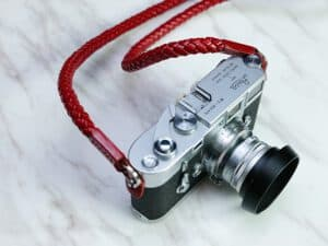 สายคล้องกล้อง Barton Whip Red สีแดง