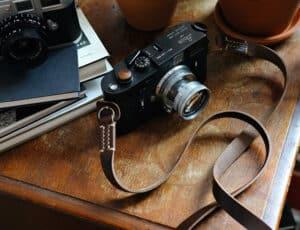 สายคล้องกล้องหนัง TAP&DYE Classic Brown