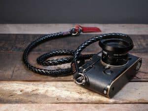 สายคล้องกล้อง Barton Whip Chrome สีดำเงา