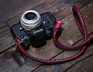 สายคล้องกล้อง Barton Whip Asiana สีดำแดง