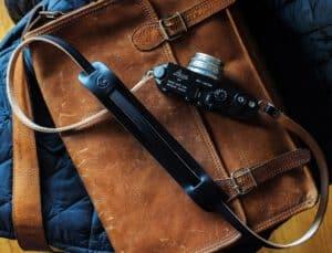 สายคล้องกล้องหนัง TAP&DYE Legacy Black