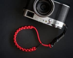 สายคล้องข้อมือกล้อง DEJATO สีแดง Wrist Strap