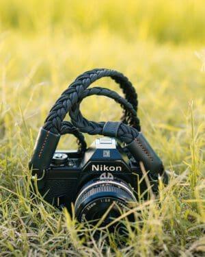 สายคล้องกล้อง SMLB Small Liberty Black
