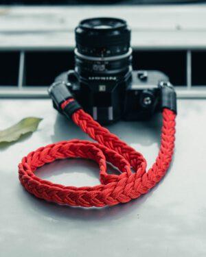 สายคล้องกล้อง Small Liberty Red