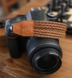 สายคล้องกล้อง Ciesta Rattan Brown