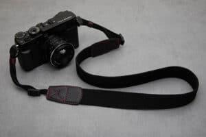 สายคล้องกล้อง Next Beaton Black