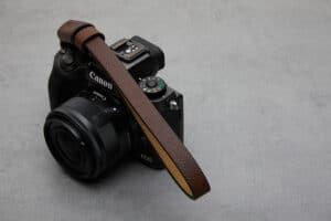 สายคล้องมือกล้อง Next TESTINO Brown