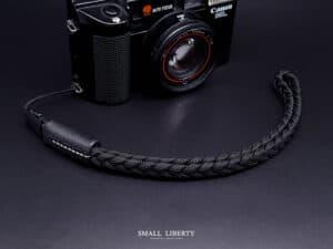 สายคล้องมือปลายเชือก Small Liberty Black