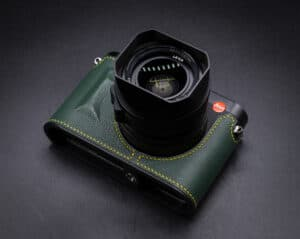 Leather Case Leica Q2 Green Premium Edition เคสหนังแท้ สีเขียวด้ายเหลือง