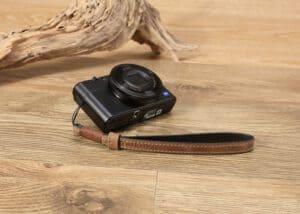 สายคล้องมือกล้องแบบปลายเชือก Tusk Style สีน้ำตาล