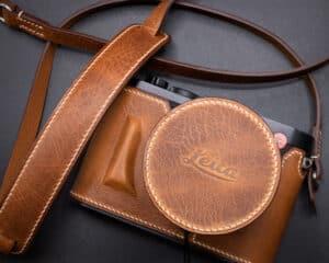ชุดเคสกล้อง Leica Q2 Kontice Brown พร้อมฝาครอบเลนส์ และ สายคล้องกล้อง สีน้ำตาล